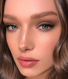 Pretty And Fresh Makup Looks For You To Start Your Year ; Makeup Looks; Fresh Makeup Looks; Natural Glow Makeup, Subtle Makeup, Simple Eye Makeup, Natural Makeup Looks, Natural Bridal Makeup, Romantic Makeup, Natural Beauty, Fresh Wedding Makeup, Fresh Makeup Look