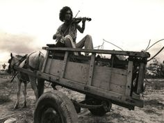 """O Sesc Belenzinho recebe show de Jorge Mautner com novas interpretações de músicas do seu primeiro CD, """"Pra Iluminar a Cidade"""", lançado em 1972. As apresentações acontecem na sexta, 27, e no sábado, 28, sempre às 21h."""
