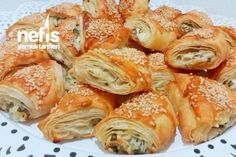 Crispy Pastry with Starch with Butter (Ready Yufkadan) - Yummy Recipes Turkish Sweets, Butter, Fresh Fruits And Vegetables, Arabic Food, Pastry Recipes, Noodle Recipes, Fish And Seafood, World Recipes, Finger Foods