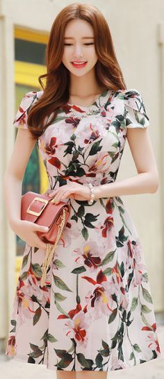 StyleOnme_Floral Print Tulip Sleeve Flared Dress makes a gorgeous fashion statement Modest Fashion, Fashion Dresses, Feminine Fashion, Feminine Dress, Pretty Dresses, Beautiful Dresses, Dress Skirt, Dress Up, Short Dresses