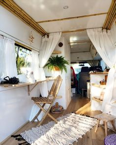 sprinter van umbau You are in the right place about vanlife minivan Here we offer you the most beautiful pictures about the vanlife surf you are looking for. When you examine the sprinter van umbau … Sprinter Van Conversion, Caravan Conversion, Van Conversion Interior, Conversion Van, Van Living, Tiny House Living, Living Room, Van Interior, Interior Design