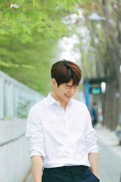 Korean Drama Movies, Korean Actors, Korean Guys, Korean People, L Kpop, Lee Je Hoon, Dramas, Kim Myungsoo, Lee Sungyeol