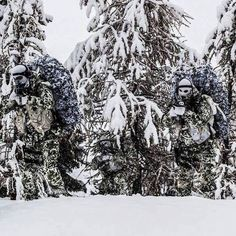 Soldiers of the French special forces unit RDP Parachute Dragoon Regiment) during winter training Military Gear, Military Police, Military Weapons, Ghillie Suit, Military Special Forces, Military Pictures, Special Ops, Armed Forces, Airsoft