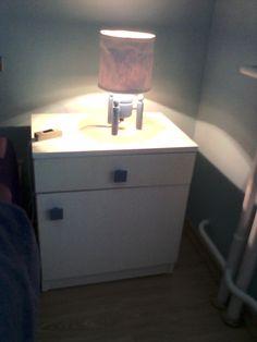 Renovace nočního stolku a lampičky