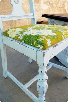 Distressed table and chairs...love the fabric!