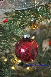 Homemade Glitter Bulbs. The glitter is on the INSIDE!