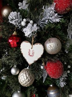 Christmas Wreaths, Christmas Bulbs, Holiday Decor, Home Decor, Holiday Burlap Wreath, Interior Design, Home Interior Design, Home Decoration, Decoration Home