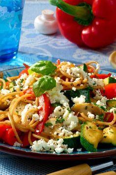 with feta - Gemüse-Spaghetti mit Feta Vegetable spaghetti with feta - Healthy Pastas, Healthy Chicken Recipes, Vegetable Recipes, Healthy Dinner Recipes, Pasta Recipes, Vegetarian Recipes, Easy Chicken Spaghetti, Spaghetti Squash Recipes, Queso Feta