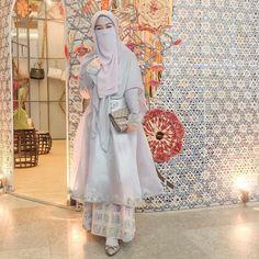 Gambar mungkin berisi: 1 orang Hijab Gown, Hijab Dress Party, Hijab Style Dress, Hijab Chic, Kebaya Modern Hijab, Kebaya Hijab, Kebaya Dress, Muslim Wedding Gown, Muslimah Wedding Dress