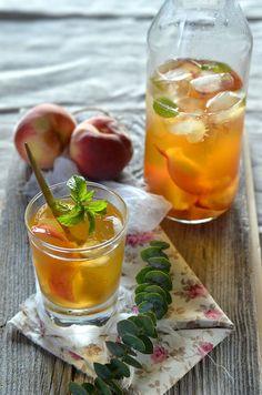 Homemade Peach and Mint Ice Tea. Homemade peach and mint ice tea Cocktail Party Food, Cocktail Recipes, Mint Iced Tea, Tea Cocktails, Drinks, Iced Tea Recipes, Homemade Ice, Clean Eating Snacks, Fresh Fruit