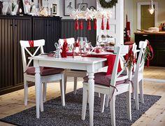 Guirnaldas decorativas, manteles, luces... Te mostramos cómo decorar tu mesa en Navidad.