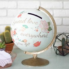 Personalize an ancient globe with Satinelle Paintings and Eleonore Deco Stencils www.eleonore-deco … Source by eleonoredeco Card Box Wedding, Diy Wedding, Wedding Events, Wedding Day, Wedding Beauty, Painted Globe, My Sun And Stars, Perfect Wedding, Wedding Decorations