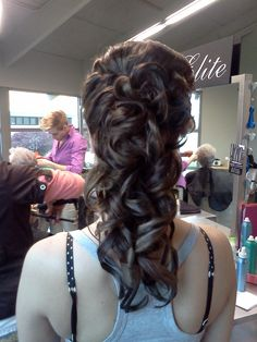 Curly partial #updo @bloomdotcom