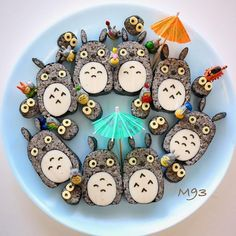 Totoro sushi by Megumi Seki Cooking Sushi, Kawaii Cooking, Kawaii Bento, Cute Bento, Bento Recipes, Baby Food Recipes, Bento Ideas, Cooked Sushi Rolls, Sushi Party
