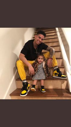love this picture !! 🖤💛 Like Father Like Daughter, Daddy Daughter, Father And Son, Ace Family Wallpaper, Cute Family Photos, Family Over Everything, Cute Kids Fashion, Family Outfits, Baby Family