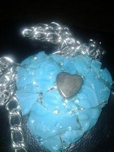 Hart gemozaiekt met glas kapot vaasje