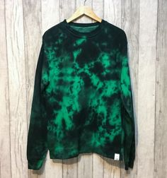 Tie Dye Crew Neck Jumper Green/Black by TyreDyes on Etsy Zerschnittene Shirts, Cut Up Shirts, Tie Dye Shirts, T Shirt Yarn, Party Shirts, T Shirt Diy, One Direction Shirts, Matching Couple Shirts, Tie Dye Outfits