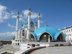 Beautiful mosque in Kremlin, Russia. Og yes, visiting this!