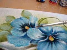 Pintura em tecido Eliane Nascimento: Acabamentos das flores e folhas