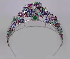 Tiara, France (1937; made by Cartier; rubies, emeralds, sapphires, diamonds). Can't verify this, but was said to be on sale at Hancock for 500,000 pounds sterling. Converts to necklace, which must look a bit odd as the flower basket would be upside down :) http://dinastias.forogratis.es/el-estilo-tutti-frutti-t354-36.html