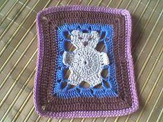 Olá, fiz este square em croche com linha Tropfil, baseado em uma receita que vi no blog Feiticeira das Agulhas.  Achei muito fofo, principal...