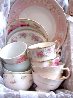Collecting different antique china patterns~