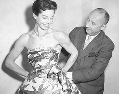 aunque ha pasado mucho después de su muerte ,  Dior sigue presente en cada una de las colecciones de su firma, y es que las leyendas de la moda nunca se van del todo.