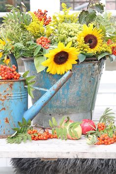 Painted galvanized bucket and watering can. Vibeke Design, Flower Planters, Cut Flowers, Autumn Flowers, Porch Decorating, Garden Art, Flower Power, Outdoor Gardens, Beautiful Flowers