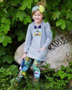 Sweatshirt kjole i isoli  Smart sweatshirt kjole, der er smart og samtidig har plads til masser af leg og ballade. Sådan er en god børnekjole skruet sammen.  - stof2000.dk