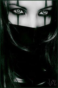 Very simple but striking ninja costume makeup Looks Halloween, Halloween Makeup, Ninja Halloween, Halloween Vampire, Funny Halloween, White Contacts Halloween, Halloween Costumes, Gothic Art, Gothic Girls