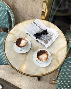 First day in London ☕️🇬🇧 Coffee And Books, I Love Coffee, Coffee Break, My Coffee, Morning Coffee, Coffee Shop, Coffee Cups, Coffee Tables, Parisian Cafe