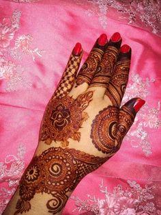 Pakistani Henna Designs, Kashee's Mehndi Designs, Back Hand Mehndi Designs, Stylish Mehndi Designs, Latest Bridal Mehndi Designs, Mehndi Designs For Beginners, Mehndi Design Photos, Wedding Mehndi Designs, Henna Designs Easy