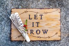 The experts at HGTV Gardens show you how to make fun wood-burn signs and plant labels for gift giving.