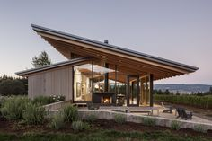 Wine Tasting Room by Lever Architecture. US studio Lever Architecture has completed a tasting room for a family-owned winery that features sloped roofs with deep overhangs, and walls made of cedar and glass. Wood Architecture, Beautiful Architecture, Modern Residential Architecture, Minimalist Architecture, Minimalist Design, Oregon Wine Country, Wine Tasting Room, Bungalows, Modern House Design
