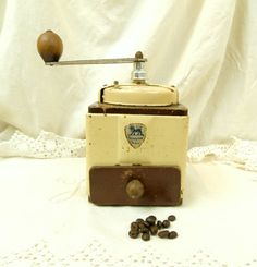 Vintage French Peugeot Fréres Beige Colored Metal and Wooden Coffee Grinder / French Kitchenware Decor / Kitchenalia / Retro Vintage Home