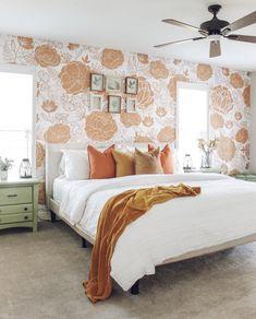 Burnt Orange Bedroom, Peach Bedroom, Orange Rooms, Floral Bedroom, Warm Bedroom, Bedroom Green, Room Ideas Bedroom, Home Decor Bedroom, Orange Room Decor