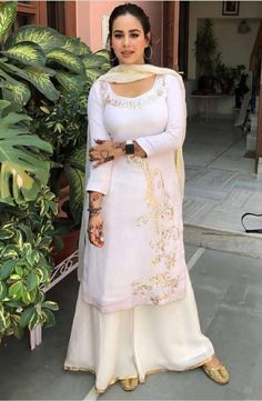 Indian Fashion Trends, Indian Bridal Fashion, Indian Wedding Outfits, Pakistani Outfits, Indian Outfits, Designer Punjabi Suits, Indian Designer Wear, Indian Attire, Indian Wear