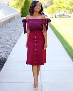 Today's look is a blend of burgundy. The weather is changing quickly, which means fall is definitely here and so is an overdose of burg. Corporate Outfits For Women, Corporate Fashion, Cute Hairstyles For Medium Hair, Medium Hair Styles, Live Fashion, Fashion Wear, Latest African Fashion Dresses, Church Outfits, Colourful Outfits