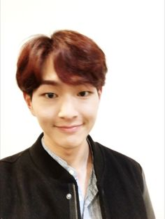[Photo] VYRL site updae - with Onew 161004 - (1P) - Credit: VYRL