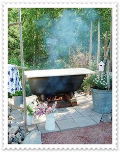 This is so going to happen in our garden too!!! Maalaisunelmaa: Kylpynautintoja...