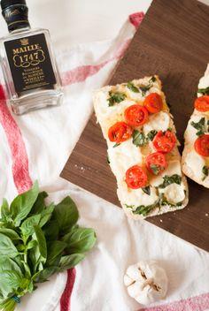 Mozzarella, Tomato & Basil Garlic Bread