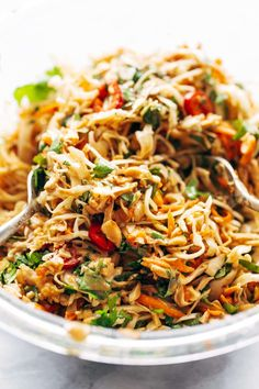 simple chopped Thai chicken salad has incredible flavors - peanut, lime, so. This simple chopped Thai chicken salad has incredible flavors - peanut, lime, so. Thai Chicken Salad, Thai Noodle Salad, Healthy Chicken, Cilantro Chicken, Rotisserie Chicken Salad, Grilled Chicken Salad, Basil Chicken, Chicken Tacos, Sauces