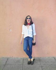 Cuando los detalles hacen el look 😄 Bandana + Lentes de sol + remera blanca