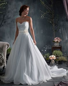 Naomi Neoh Bridal, Naomi Neoh Wedding Dresses... so in love with the floatiness and the free flow of this dress