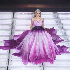"""Mi piace"": 221.7 mila, commenti: 1,442 - Moschino (@moschino) su Instagram: ""💜 Michelle Hunziker blooms wearing Moschino Spring Summer 18 flower dress! 💜 @therealhunzigram…"""