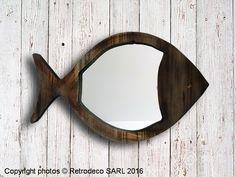 Retrodeco Boutique de décoration pour la maison et le jardin Miroir Poisson vieux pin, déco bord de mer, Chehoma [62761570] - Coup de coeur pour ce miroir forme poisson en vieux pin à disposer aussi bien dans un univers déco bord de mer que dans une salle de bain. On aime la simplicité de sa forme et son côté brut. Une création Chehoma. Dimension : L58xP2xh35cm.