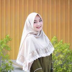 Image may contain: 1 person Hijab Style Dress, Hijab Chic, Hijab Outfit, Modern Hijab Fashion, Abaya Fashion, Muslim Fashion, Muslim Hijab, Muslim Dress, Hijabi Girl