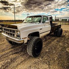 Big Chevy Trucks, Truck Flatbeds, Old Pickup Trucks, Chevy Muscle Cars, Classic Chevy Trucks, Lifted Ford Trucks, Gmc Trucks, Cool Trucks, Country Trucks