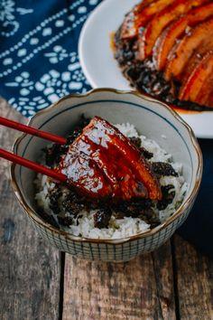 Mei Cai Kou Rou - Steamed Pork Belly with Preserved Mustard Greens    thewoksoflife.com