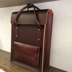 For some time now I've had this design in my head for a smart commuters bag that can be worn as a rucksack. (at born and bred england) Leather Luggage, Leather Briefcase, Leather Purses, Leather Handbags, Leather Backpack, Leather Bags Handmade, Leather Craft, Commuter Bag, Leather Projects